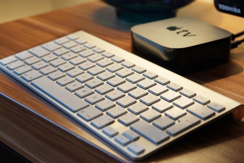 Risultati immagini per tastiera bluetooth a Apple tv